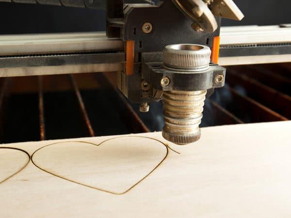 חיתוך עץ בלייזר